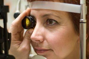 womanandmicroscope2